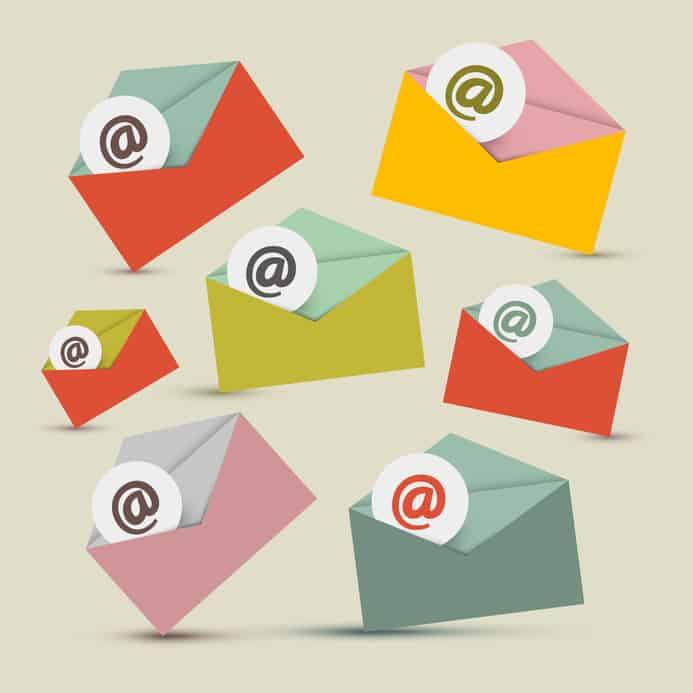 Enveloppe avec signes courriel @