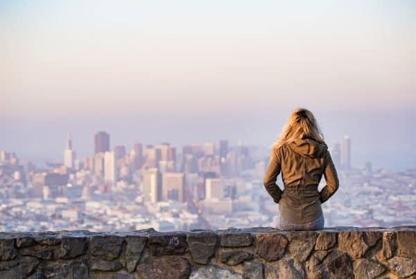 email marketing resolutions: woman infront of a city scenery
