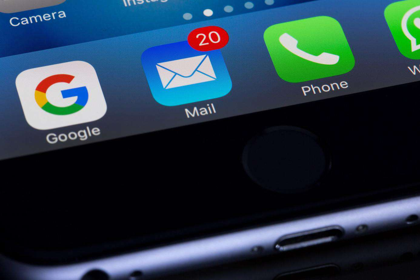 iPhone Screen with Mail icon - Photo by Torsten Dettlaff from Pexels